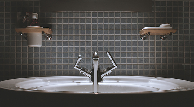 Kitchen sink with tiles